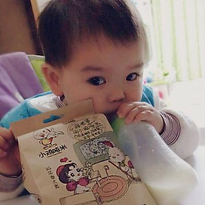 儿童手工制作水稻